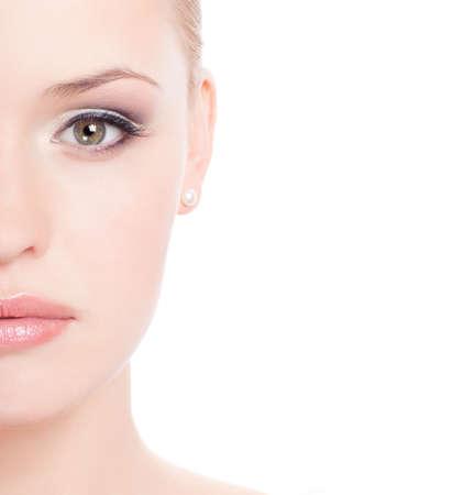 eyes: aantrekkelijke jonge caucasian volwassene geïsoleerd op witte achtergrond  Stockfoto