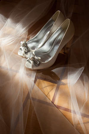 open toe: bride white open toe shoes decorated with bow and strass