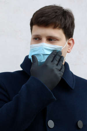 Man in blue medical maskand black gloves outdoor.Protecting health from various viruses and diseases.Quarantine and disease prevention concept.Family protection. 版權商用圖片 - 152783205