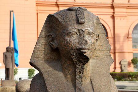 sphinx: Close up de la Esfinge en el Museo Egipcio de El Cairo