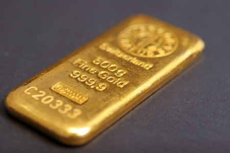 edel: Fine gold of a bank on a dark background