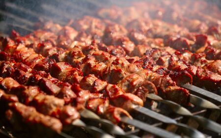 Kebab sur la grille de fum�e