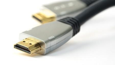 흰색 배경에 HDMI 케이블