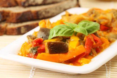 Ratatouille - 빵과 함께 야채 ragout