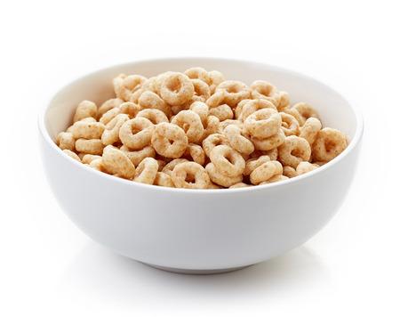 전체 곡물 Cheerios 시리얼 흰색 배경에 고립 된 그릇