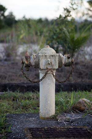 borne fontaine: Une bouche d'incendie rouiller au Sarawak Born�o
