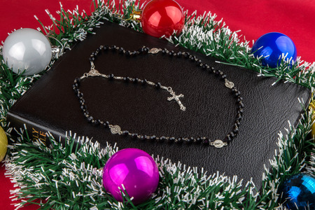 bible story: A family Bible with Christmas decorations and silver rosary Stock Photo