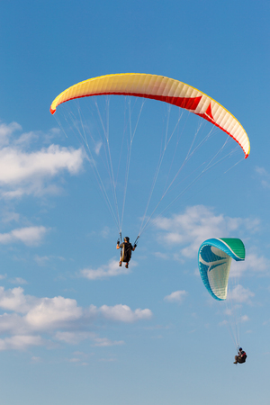 uplift: Multiple paragliders with their parachutes on a sunny day. Stock Photo