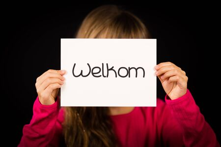 dutch girl: Studio shot of child holding a sign with Dutch word Welkom - Welcome