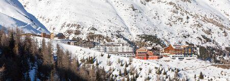 hotel resort: Panorama of the ski village Hochsoelden at the ski resort Soelden in the Austrian Alps.