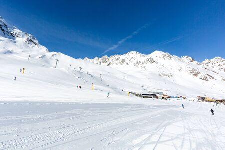 ski run: Easy blue ski slope leading to the central Giggijoch plateau at the Austrian ski resort Soelden. Stock Photo