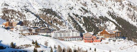 ski lodge: Panorama of the ski village Hochsoelden at the ski resort Soelden in the Austrian Alps.
