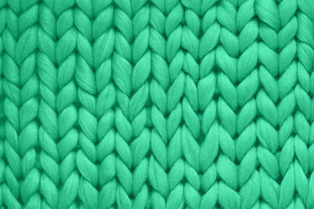 Texture of green wool big knit blanket. Large knitting. Plaid merino wool. Top view Foto de archivo - 136052021
