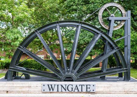 Ein Schuss von der Gedenkstätte feiert die Geschichte des Bergbaus im Dorf Wingate, County Durham, UK.