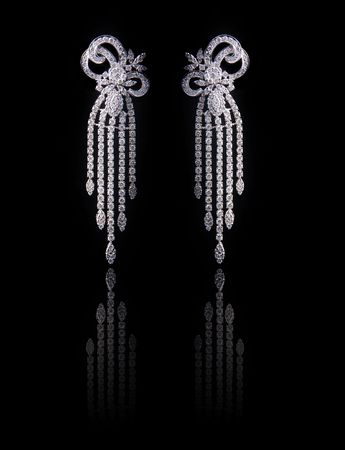 diamond pearl earrings with reflection photo
