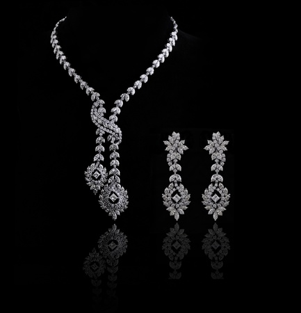 diamond earing and necklace isolated  Imagens