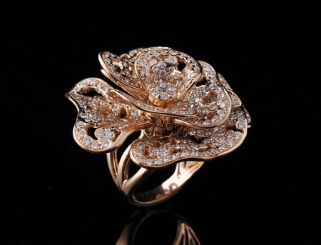 diamond ring with reflection Imagens - 9689892
