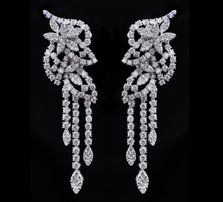 diamond earings with reflection Imagens - 9691920