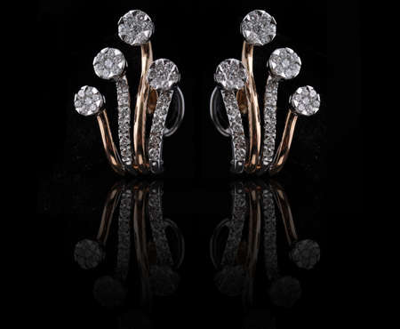 aretes de diamantes con la reflexi�n Foto de archivo - 9691409