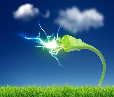 enchufe: conector verde con la electricidad Foto de archivo
