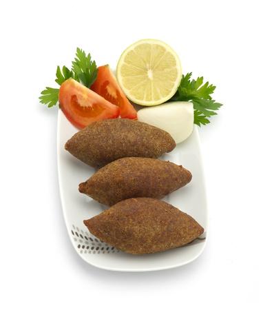 Aliments traditionnels libanais de Fried Kibe isolé sur fond blanc Banque d'images - 16564251