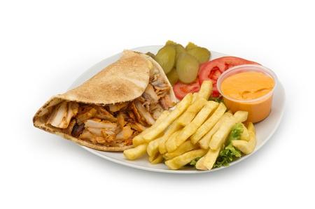 Chicken Kebab Shawarma Plaat op wit wordt geïsoleerd