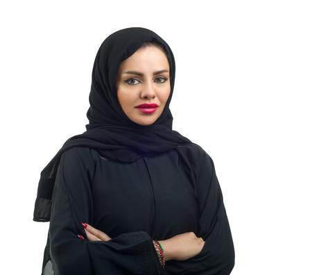 femme musulmane: Beau mod�le arabe dans la pose hijab et isol� sur blanc