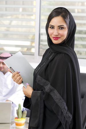 Arabian Businesswoman with her boss on Background 스톡 콘텐츠
