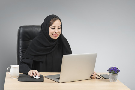 Young Arabian Businesswoman working in the office   Imagens
