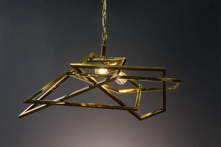 Moderne Kronleuchter Gold ~ Moderner kronleuchter mit drei led glühbirnen lizenzfreie fotos