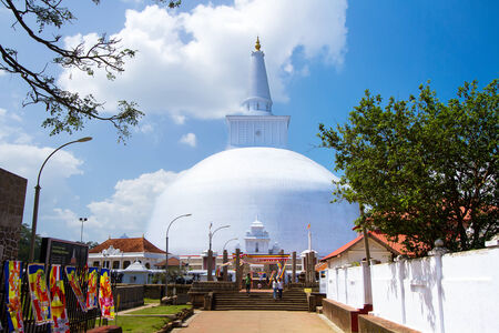 dagoba: Mirisavatiya Dagoba Stupa, Anuradhapura, Sri Lanka Taken 24 Jan 2014