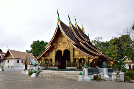 vihara: Wat Xieng thong  is the most popular temple Luang Pra bang, Laos