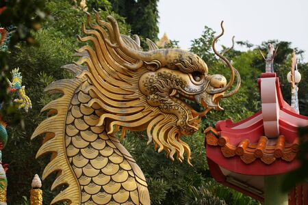 ancient lion: golden dragon statue on the roof of chinese temple Stock Photo