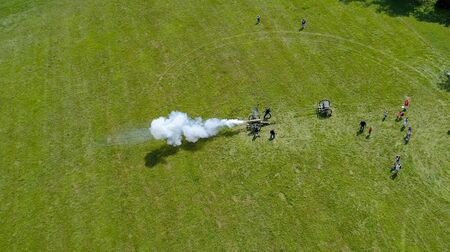 Aerial View of a Civil War Reenactment Cannon Firing on a Sunny Summer Day as Seen by a Drone Standard-Bild