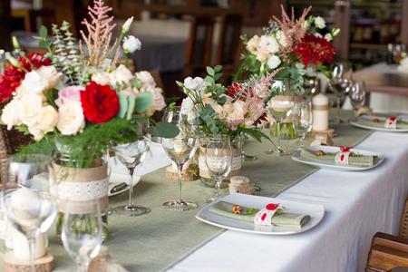 Table de mariage servi dans un style rustique Banque d'images - 36514487