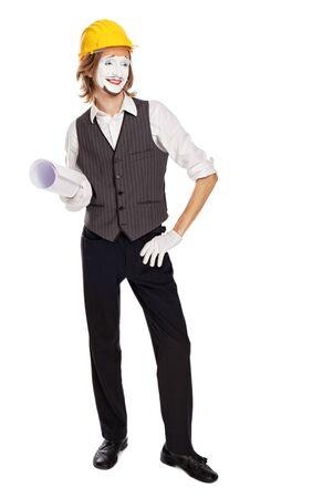 mimo: actor de mimo juega un constructor con planos de construcción dobladas bajo el brazo Foto de archivo