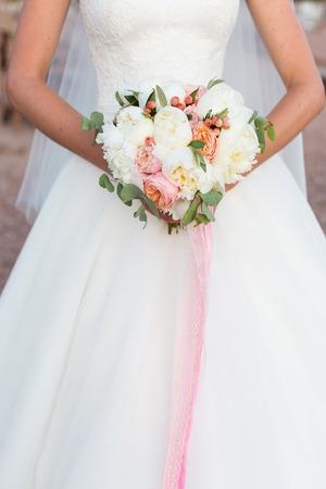 결혼식: 웨딩 부케, 흰색 모란과 데이비드 오스틴