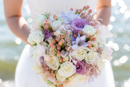 wedding bouquet in hands of the bride Standard-Bild