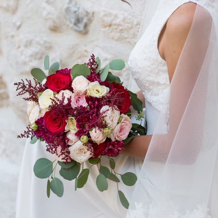 wedding bouquet in hands of the bride 스톡 콘텐츠