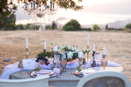 gold table cloth: decorated for wedding elegant dinner table outdoors Stock Photo
