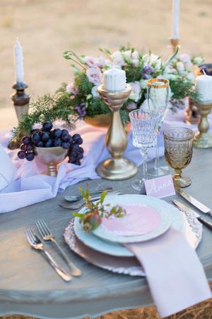 Décorée pour la table de mariage élégant dîner en plein air Banque d'images - 47211377