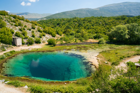 source d eau: Cetina water source karst spring in Croatia Banque d'images