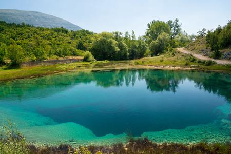 source d eau: Cetina ressort source d'eau karstique en Croatie