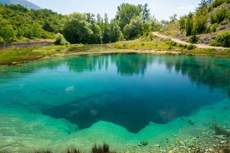 source d eau: Cetina water source karst spring in Croatia Banque d'images