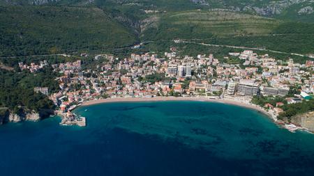 Vue aérienne de la ville de Petrovac Banque d'images - 78452205