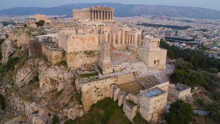 Luftaufnahme der alten Zitadelle der Akropolis von Athen in Griechenland