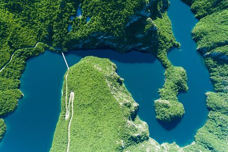 Piva Lake in Montenegro aerial image Banque d'images