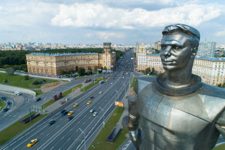 Moscow, Russia - July 22, 2019: aerial view of Yuri Gagarin monument on Gagarin Square on a sunny summer day Éditoriale