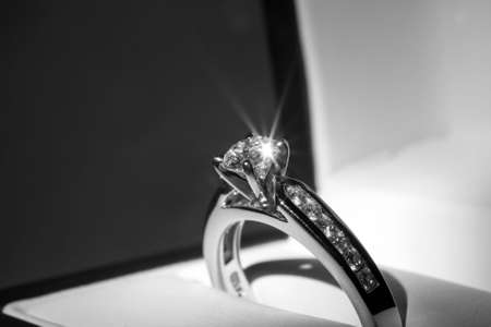 ring engagement: Diamond anillo de compromiso  Foto de archivo
