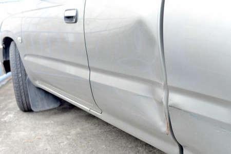 Car with dent on left side   版權商用圖片